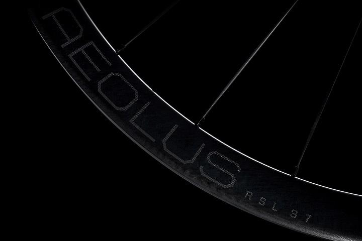 カーボンホイールが更に進化!新しいAeolus(アイオロス)が登場!RSL37、Pro37、Elite35/50TLR DISC。MTBはL…